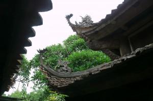 タイフォン寺の屋根と飾り彫刻